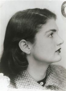 Jacqueline Bouvier Kennedy, Photo d'identité de carte d'étudiante 1949-1950, avec l'aimable autorisation de Claude du Granrut.