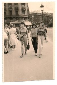 Susan Sontag avec Harriet Sohmers et Barbara Sohmers sur le Pont au Double. Avec l'aimable autorisation de Harriet Sohmers Zwerling.