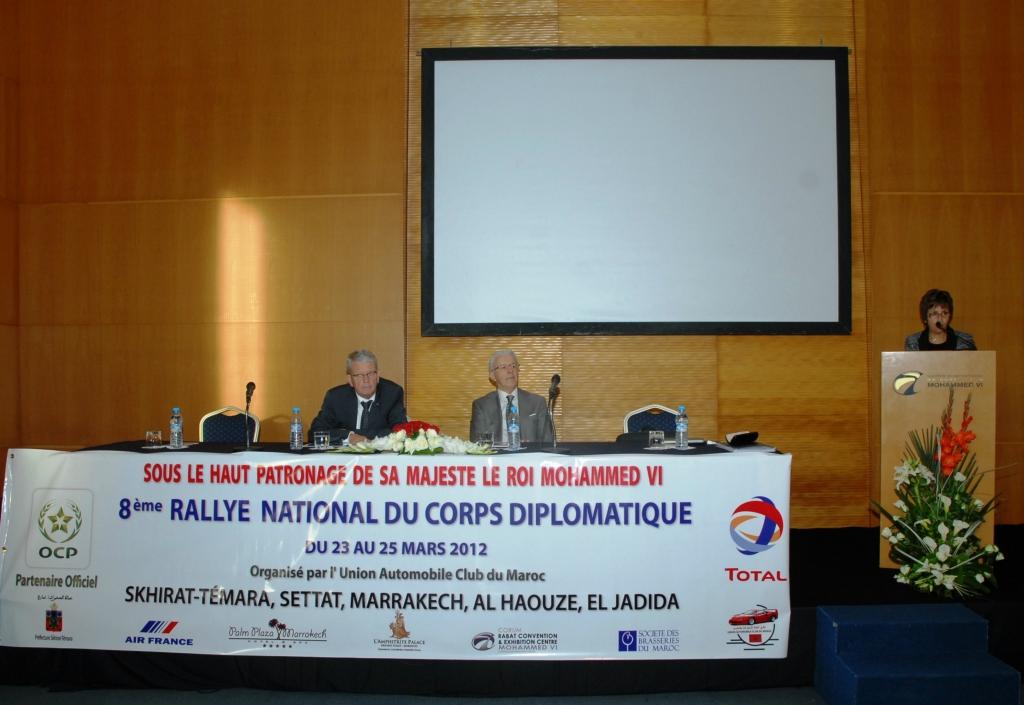 De gauche à droite Leurs excellences les Ambassadeurs des Pays Bas et d'Italie et le Dr Fatima Araki lors du Briefing  de l'édition 2012, année où a été célébré dans le cadre du Rallye du corps Diplomatique l'amitié Maroco-Néerlandaise