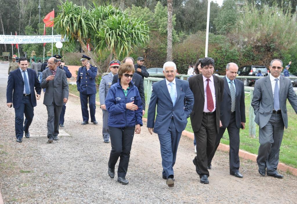 L'organisatrice en compagnie de Mr le Walli de la région de Settat et des autorités locales venus à la rencontre des participantes
