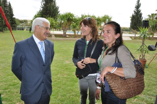 Mr. Le Walli of the Settat region, discussing with two French participants
